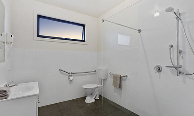 Self Contained Deluxe 2 Bedroom Unit/disabled